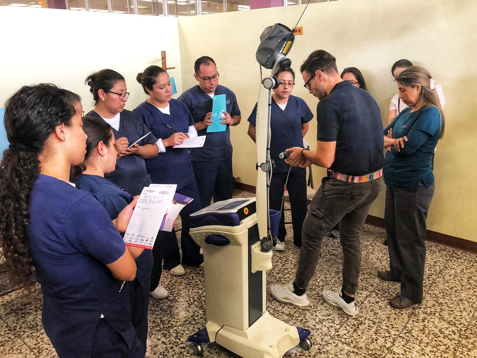Corso magnetoterapia e laser Mphi 5 ASA - Ospedale Militare Guatemala