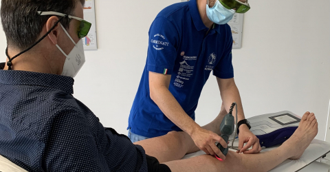 MLS laser treatment for kneepain
